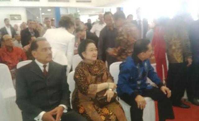 Photo of Megawati dan Pejabat Negara Hadiri Peluncuran Buku Chappy Hakim