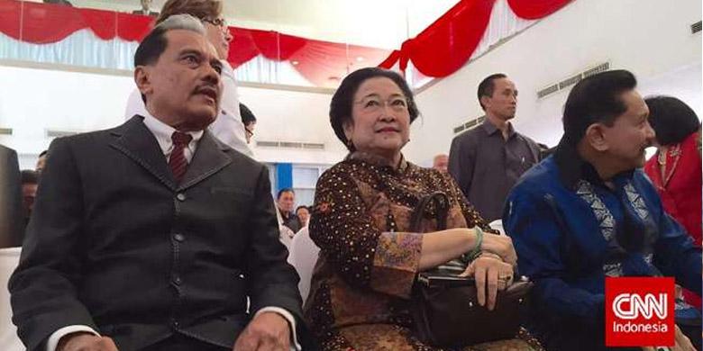 Photo of Megawati-Hendropriyono Datang ke Peluncuran Buku Chappy Hakim