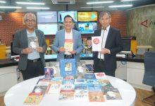 Photo of Penyerahan 50 buku tentang kedirgantaraan untuk Perpustakaan LKBN Antara